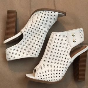 MIX NO 6 white mesh open-toed wedges